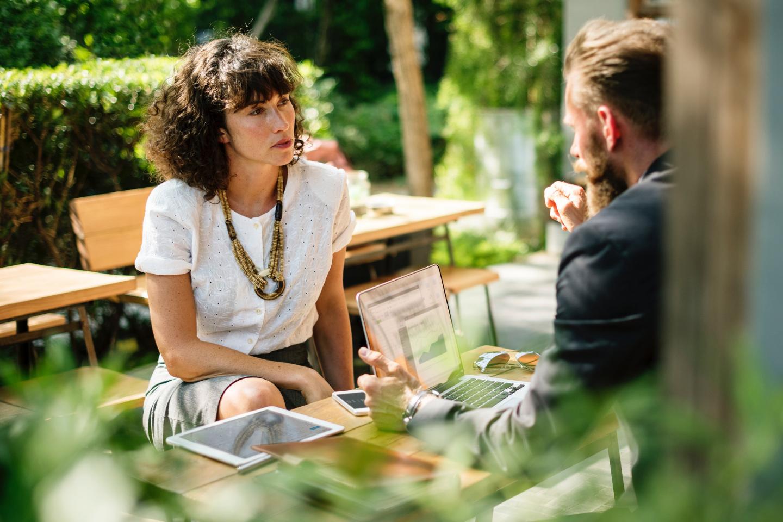 CSE - discussion entre un homme et une femme